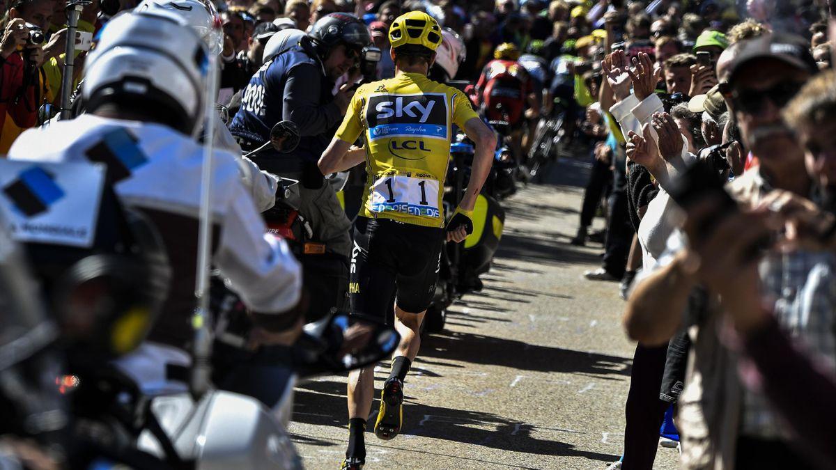 Chris Froome à pied dans le Mont Ventoux lors de la 12e étape