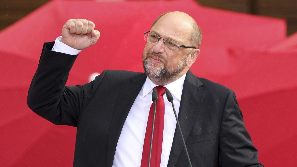 SPD-Politiker Martin Schulz will einen Salary Cap im Profifußball