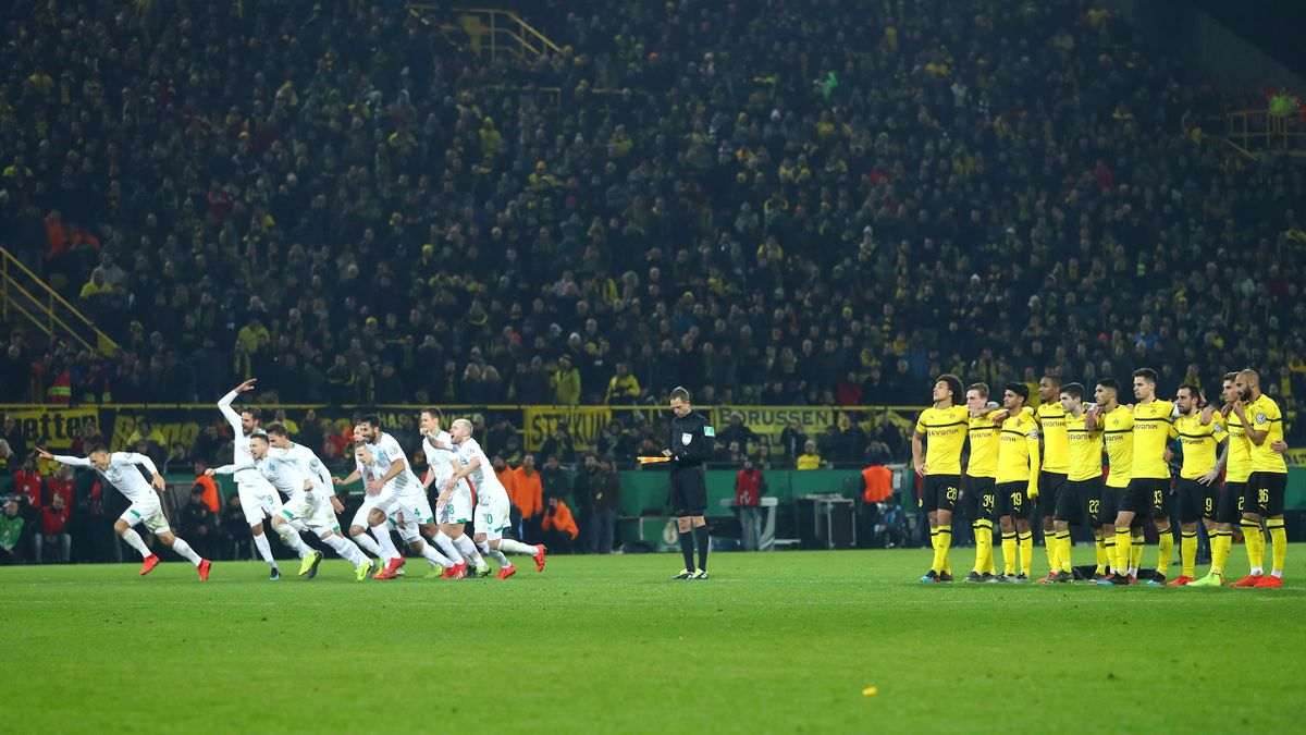 Borussia Dortmund players look dejected as the Werder Bremen players celebrate following their sides victory in the penalty shoot out during the DFB Cup match between Borussia Dortmund and Werder Bremen at Signal Iduna Park on February 5, 2019 in Dortmund