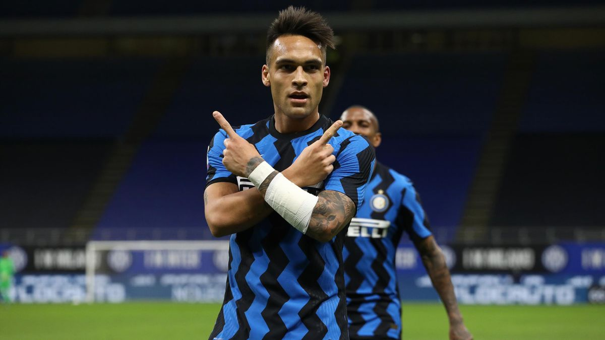 Lautaro Martinez of Internazionale celebrates after scoring their side's second goal during the Serie A match between FC Internazionale and US Sassuolo at Stadio Giuseppe Meazza on April 07, 2021 in Milan, Italy.