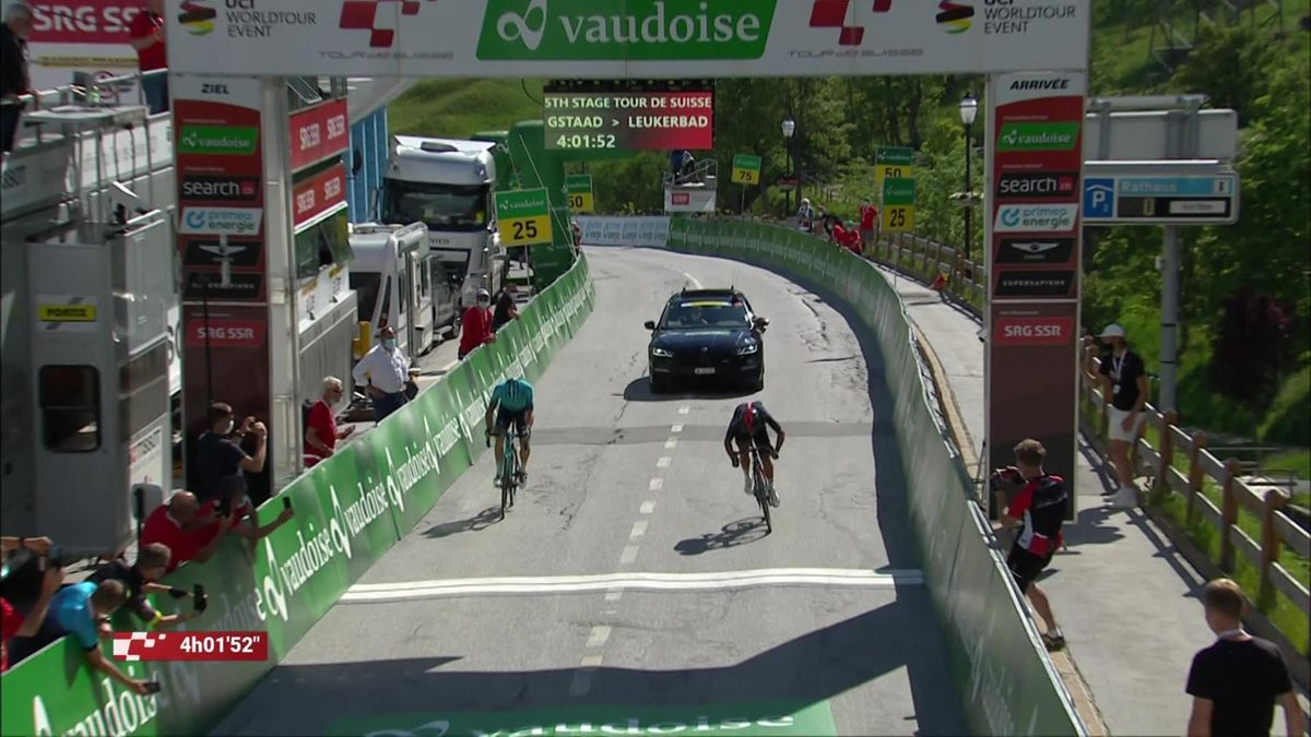 Carapaz powers to Stage 5 victory at Tour de Suisse
