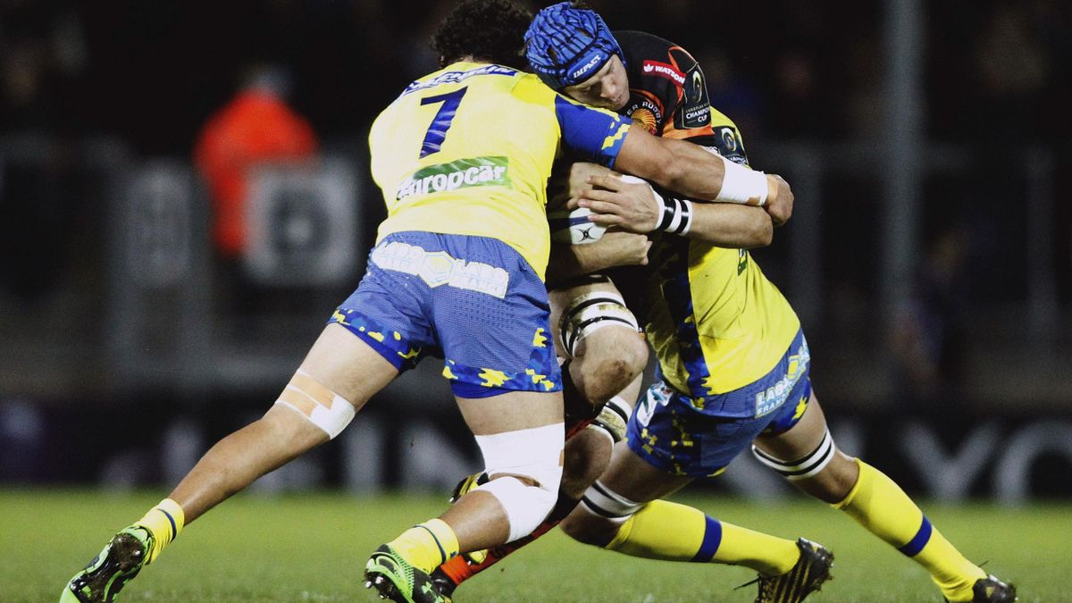 Julian Salvi of Exeter Chiefs (C) in action with Vito Kolelishvili (L) and Damien Chouly of Clermont Auvergne.
