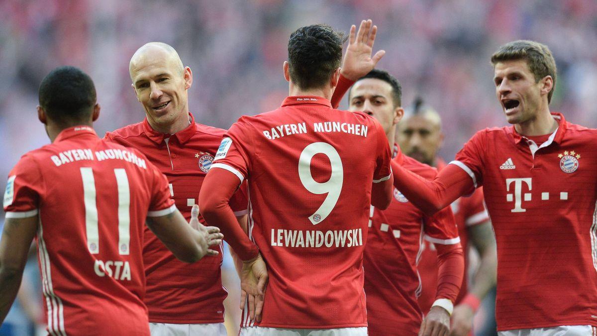 Douglas Costa, Arjen Robben, Robert Lewandowski, Thiago und Thomas Müller (v.l.) vom FC Bayern