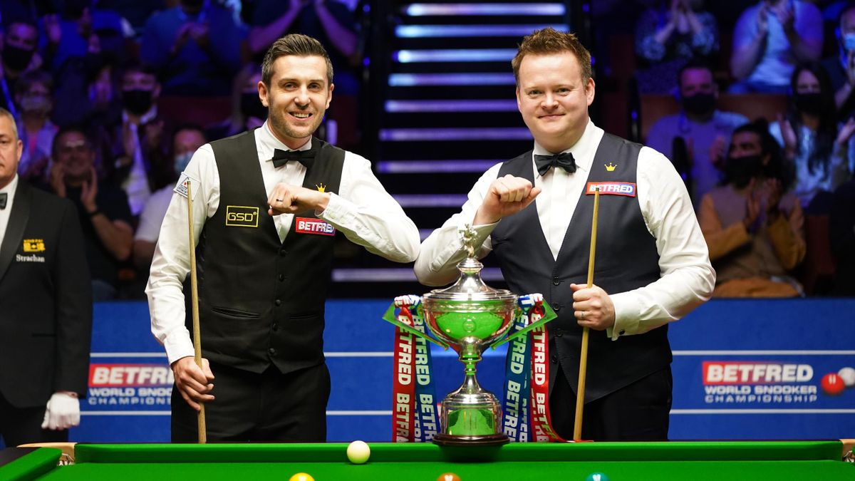 England's Mark Selby (L) and England's Shaun Murphy bump elbows before the start of the Betfred World Snooker Championship Final at Crucible Theatre on May 2, 2021 in Sheffield, England.