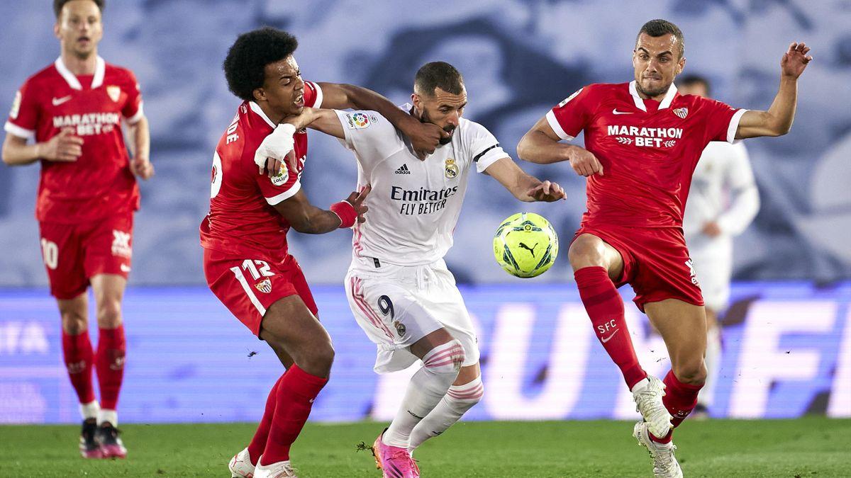 Jules Koundé (Sevilla) és Karim Benzema (Real Madrid)