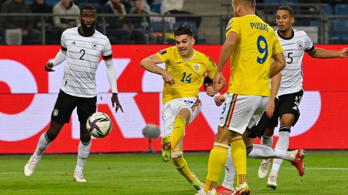 Ianis Hagi a marcat superb la Hamburg în Germania - România 2-1
