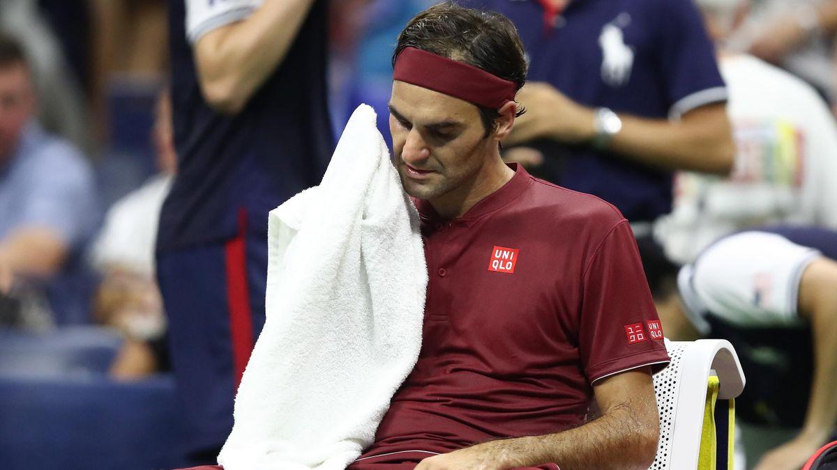 Roger Federer accuse le coup physiquement lors de son 8e de finale contre John Millman à l'US Open