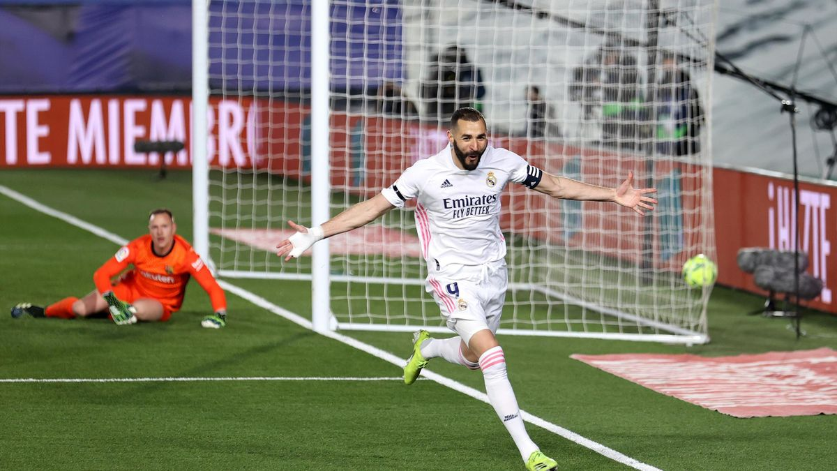 Karim Benzema of Real Madrid celebrates after scoring their side's first goal during the La Liga Santander match between Real Madrid and FC Barcelona at Estadio Alfredo Di Stefano on April 10, 2021 in Madrid, Spain.