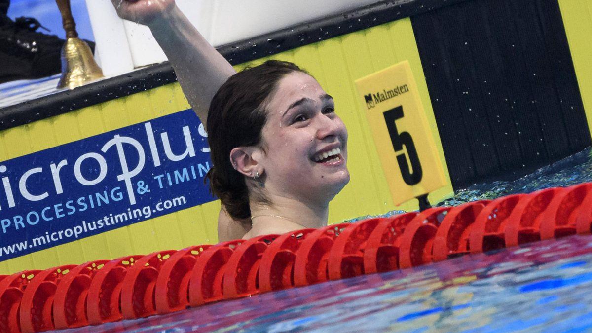 Benedetta Pilato sorridente in vasca dopo i 50 rana agli Europei di Budapest, Imago