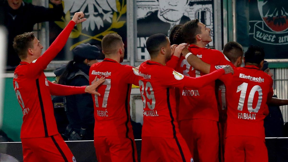 Team members of Frankfurt celebrate their opening goal during the DFB Cup semi final match between Borussia Moenchengladbach and Eintracht Frankfurt at Borussia-Park on April 25, 2017 in Moenchengladbach, Germany.
