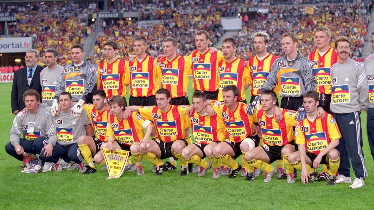 L'équipe de Calais face à Nantes, en finale de la Coupe de France 2000