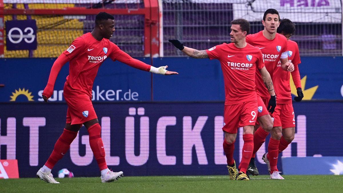 Die Spieler des VfL Bochum bejubeln den Sieg beim VfL Osnabrück