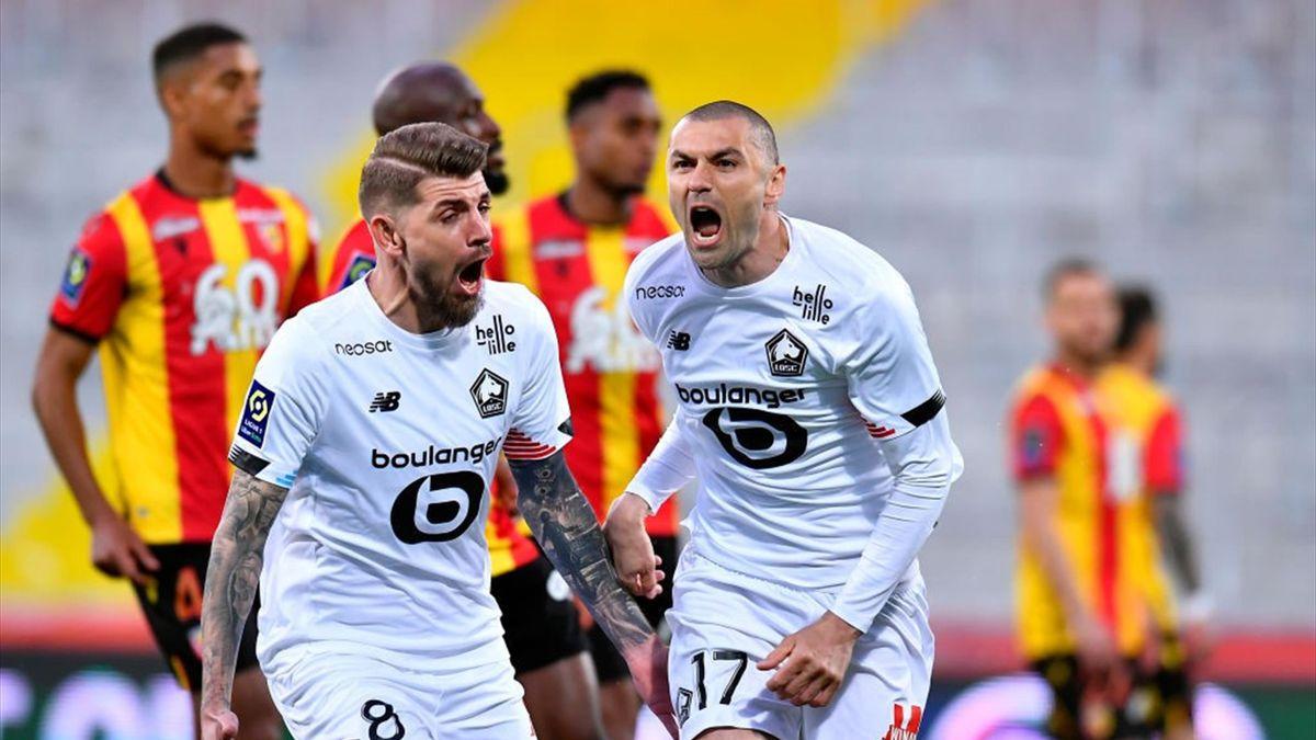 Burak Yilmaz esulta dopo il gol - Lens-Lille Ligue 1 2020-21