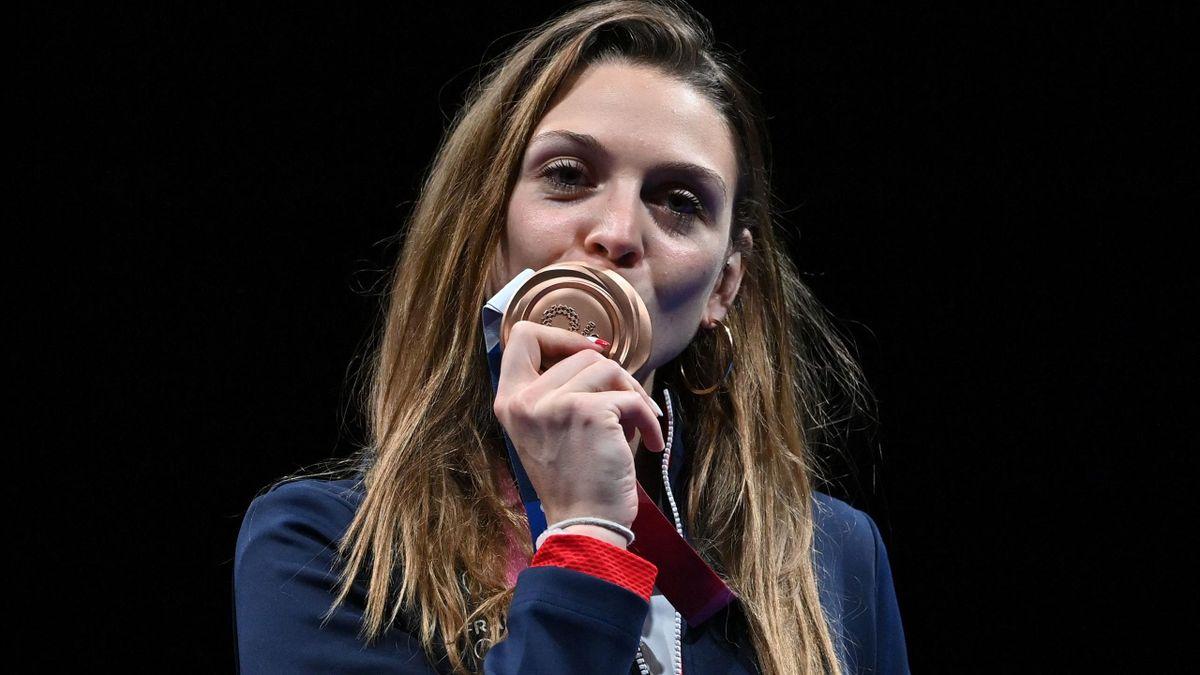 Manon Brunet en bronze au sabre.