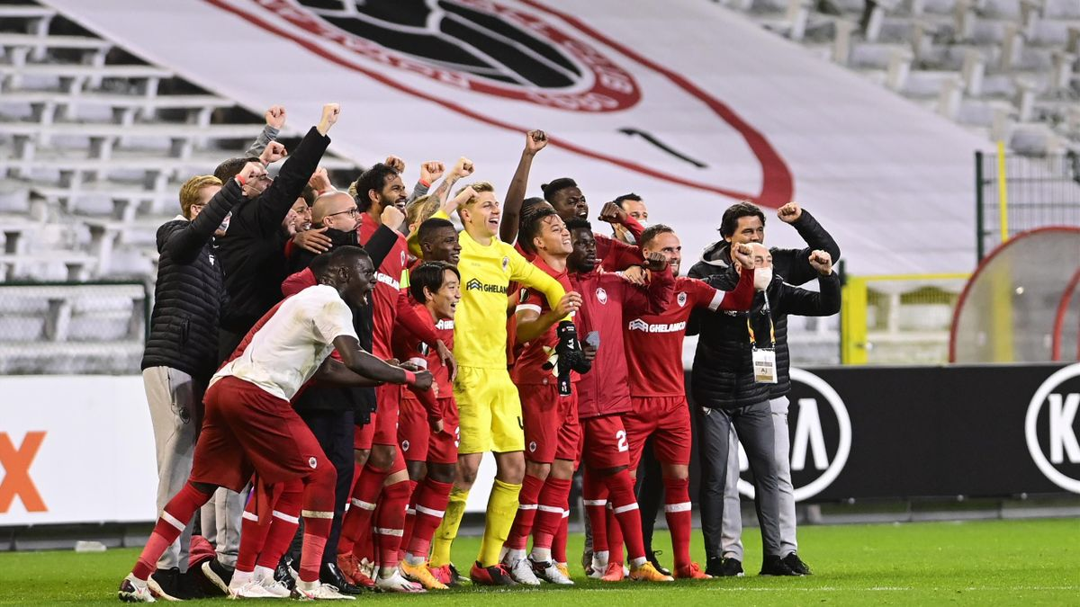 Antwerp's players celebrate after winning a soccer match between Belgian club Royal Antwerp FC and English team Tottenham Hotspur FC, Thursday 29 October 2020 in Antwerp