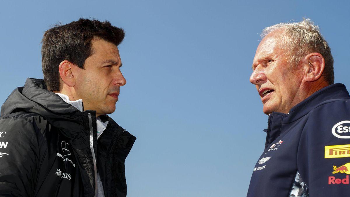 Mercedes-Teamchef Toto Wolff (links) im Gespräch mit Red Bulls Motorsportkonsultant Helmut Marko