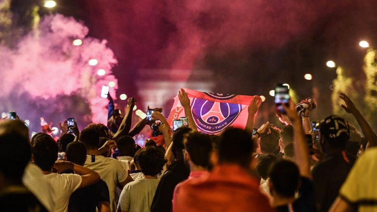 PSG-Fans auf der Champs-Elysees