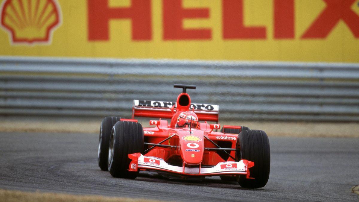 Michael Schumacher im Ferrari auf der Teststrecke in Fiorano