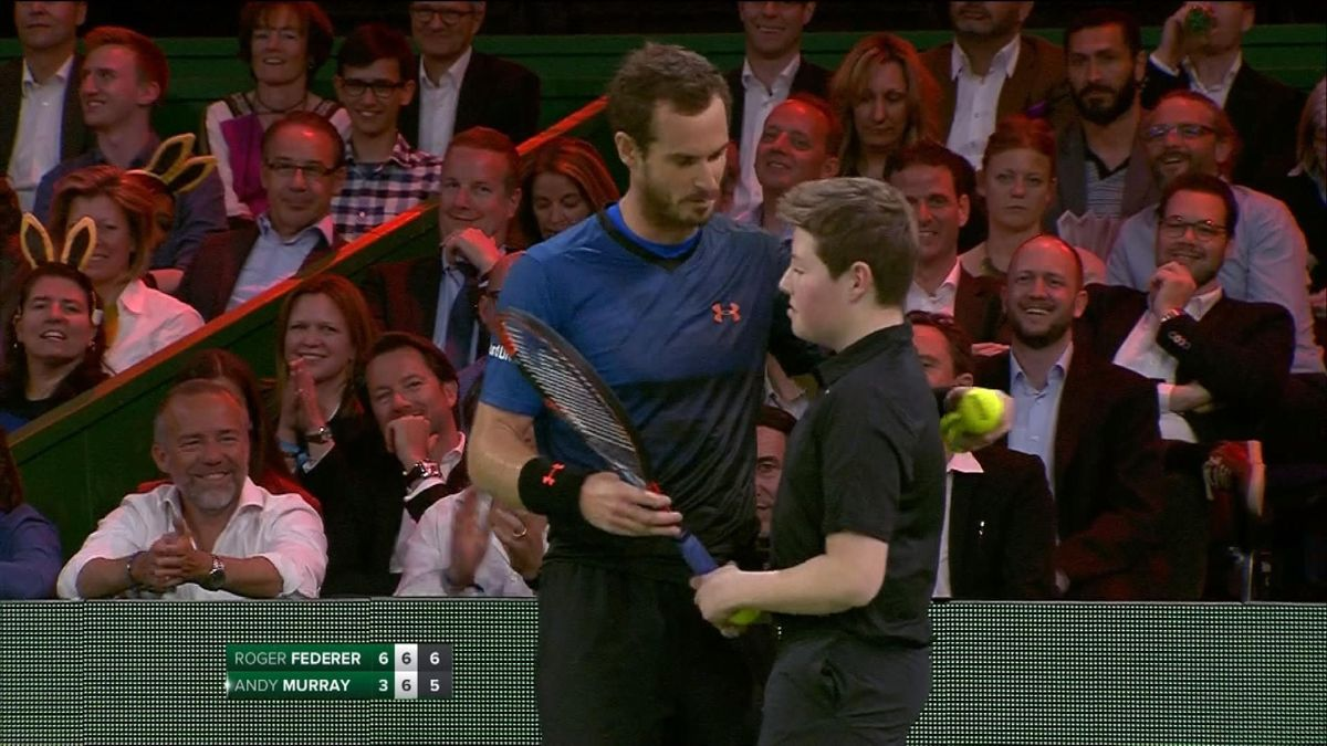 Murray asks a ball-boy to replace him against Federer
