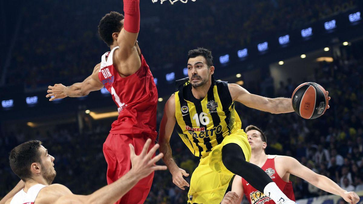 Fenerbahce Istanbul gewinnt die EuroLeague gegen Piräus.