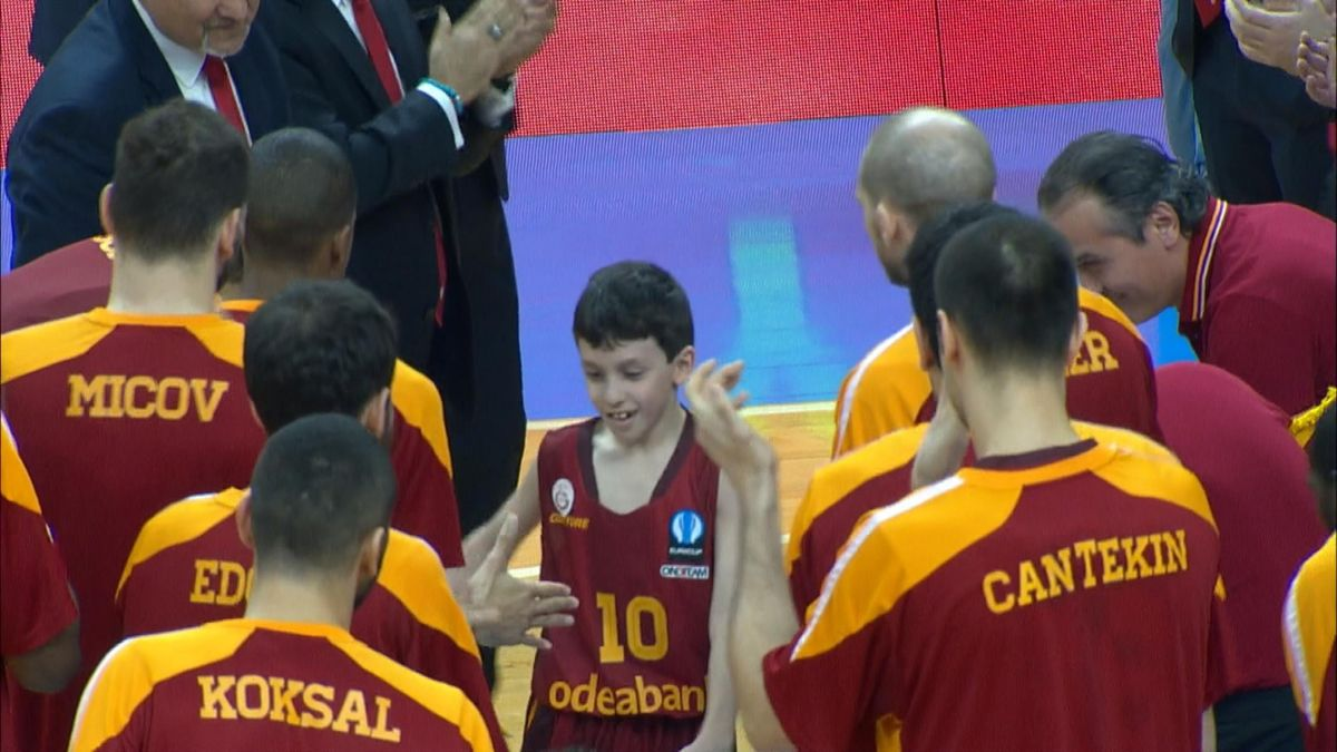 Galatasaray signs 9 year old sick boy for an Eurocup game