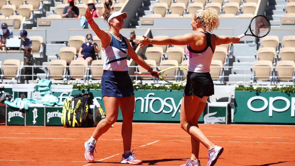 Barbora Krejcikova (l.) und Katerina Siniakova haben die Doppel-Konkurrenz in Roland-Garros gewonnen