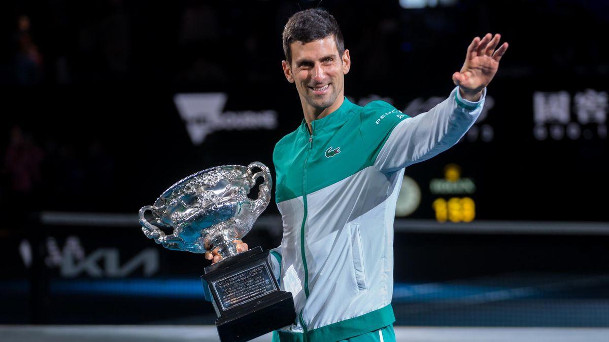 Avec un 18e titre majeur, Djokovic fond sur Federer et Nadal