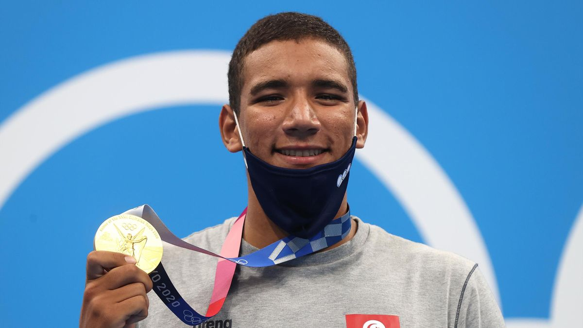 Ahmed Hafnaoui of Team Tunisia poses with the gold medal for the Men's 400m Freestyle Final on day two of the Tokyo 2020 Olympic Games