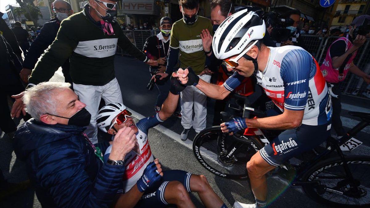 Vincenzo Nibali fa i complimenti a Jasper Stuyven dopo la vittoria alla Milano-Sanremo 2021 - Getty Images