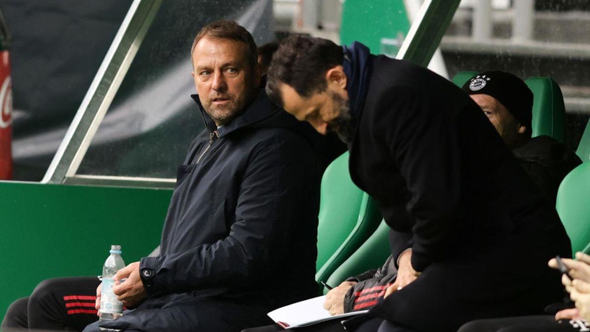 Hansi Hans Flick et Hasan Salihamidzic lors de Werder Brême - Bayern Munich en Bundesliga le 13 mars 2021