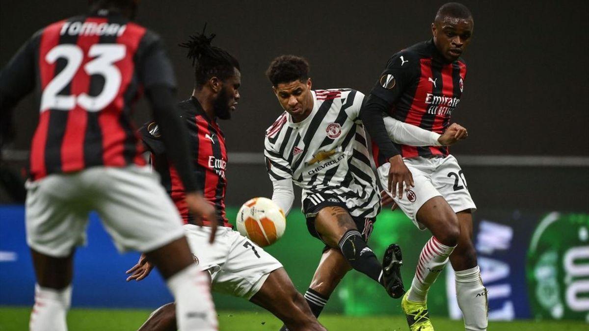 Rashford chiuso dalla difesa durante Milan-Manchester United - Europa League 2020/2021 - Getty Images