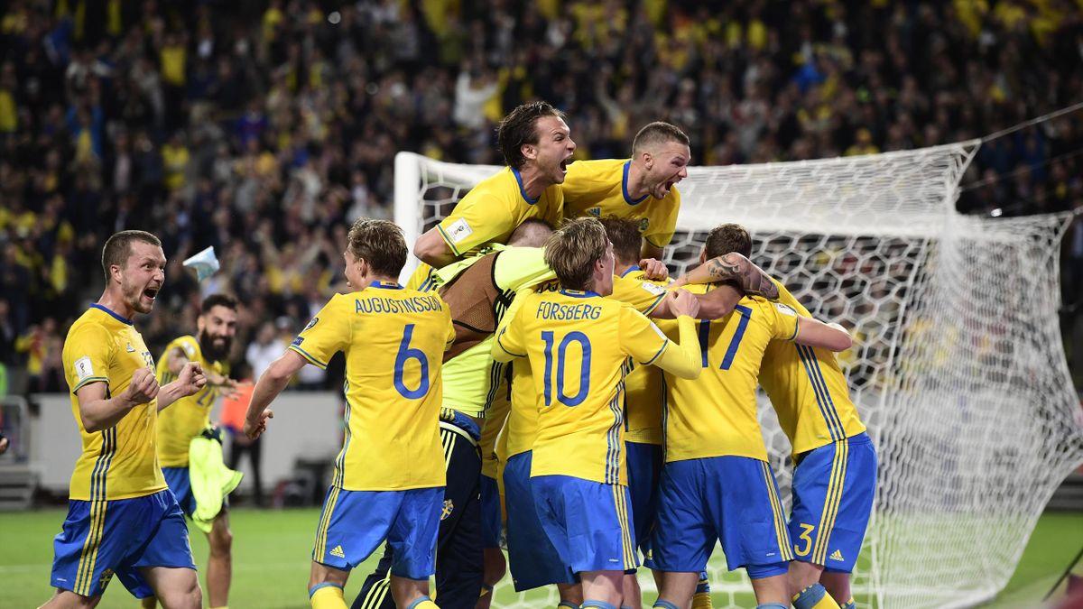 Sverige jublar efter 2-1 målet under fredagens VM-kval match grupp A i fotboll mellan Sverige och Frankrike på Friends Arena