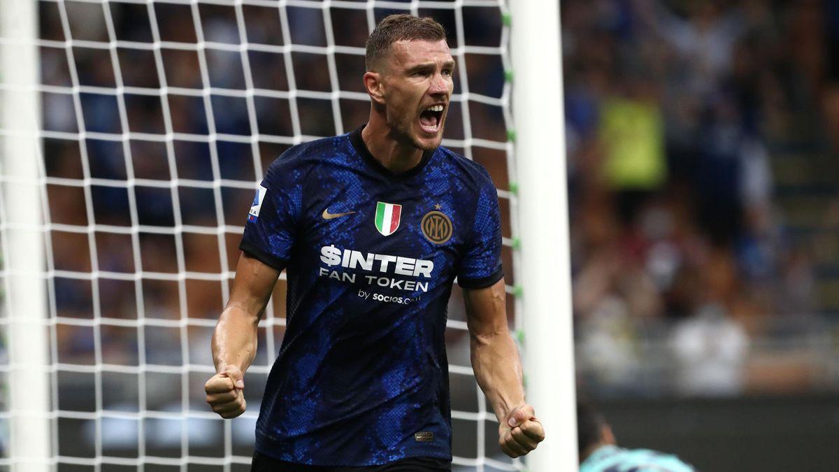 Edin Dzeko con la maglia dell'Inter