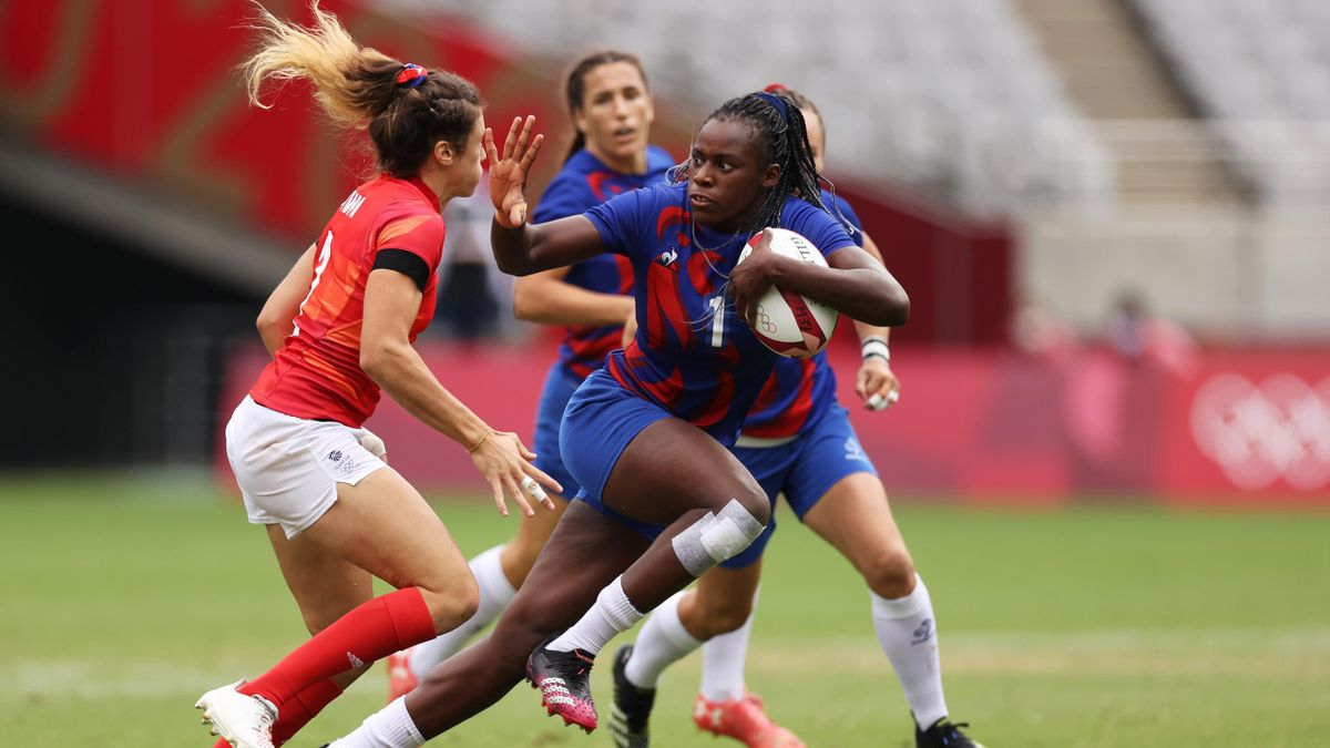 Seraphine Okemba hands off a GB player in Tokyo 2020 Rugby 7s, July 31, 2021