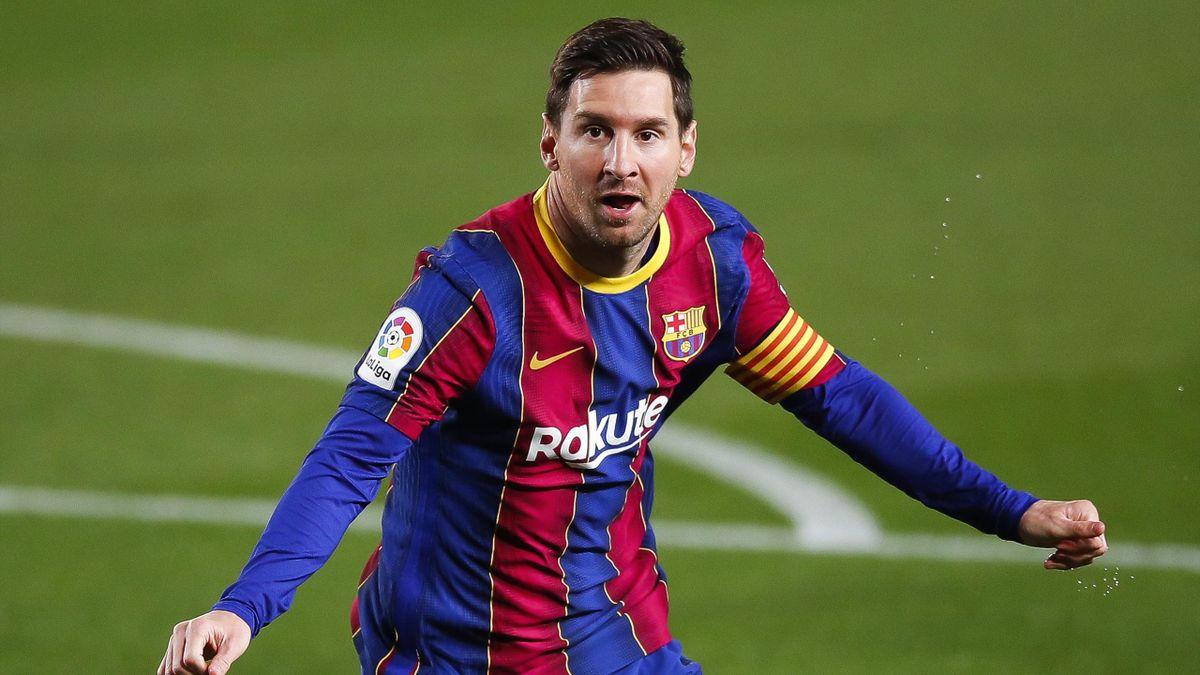 Lionel Messi of FC Barcelona celebrates scoring his side's first goal during the La Liga Santander match between FC Barcelona and Getafe CF