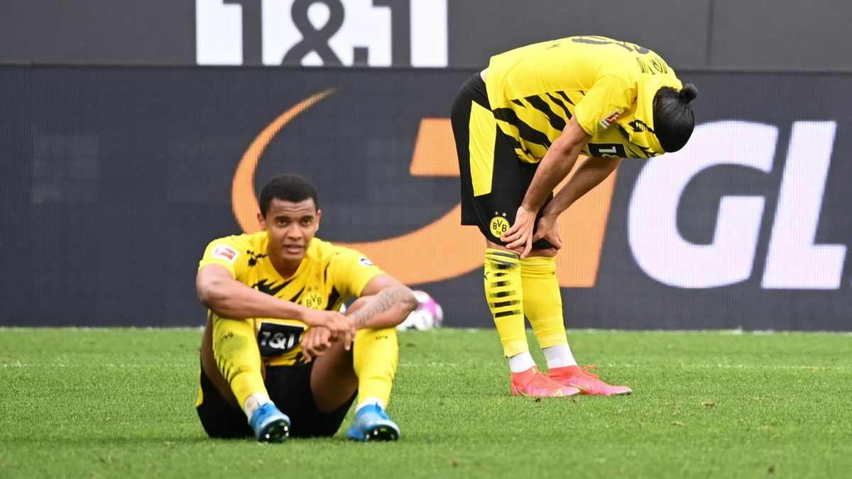 Manuel Akanji (sitzend) und Emre Can - Borussia Dortmund