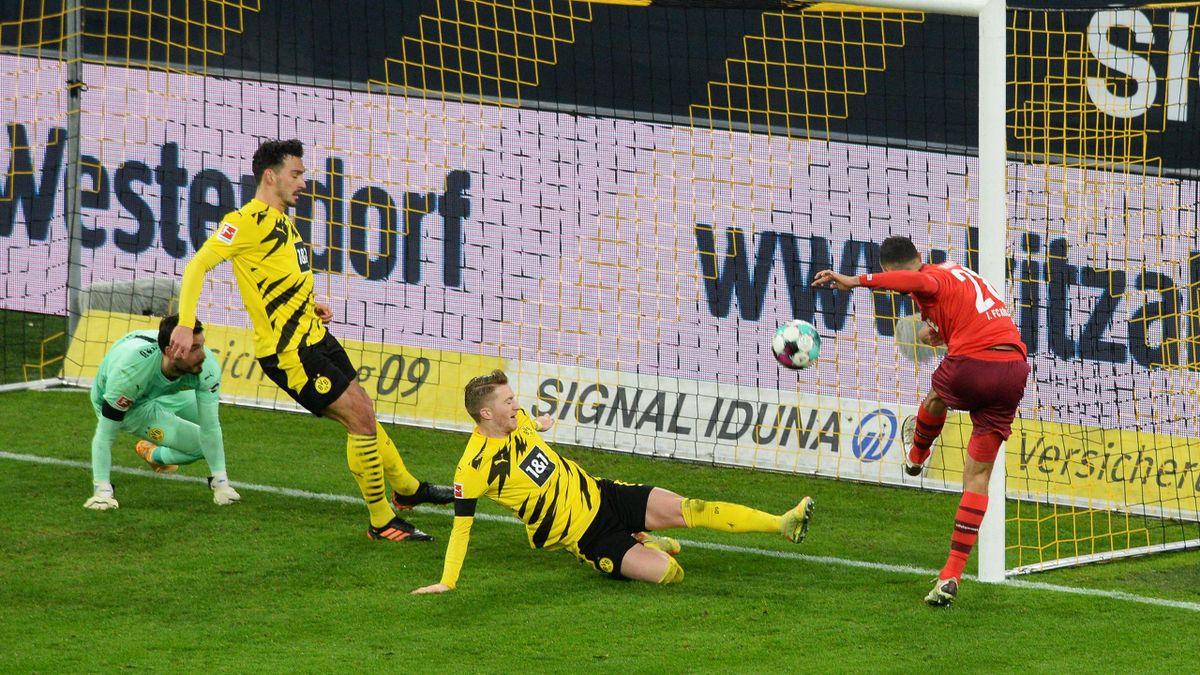 Ellyes Skhiri (rechts, 1. FC Köln) erzielt das zwischenzeitliche 2:0 gegen Borussia Dortmund