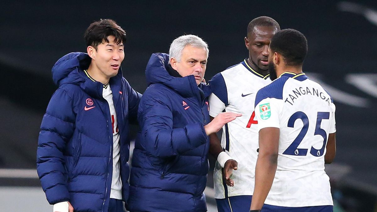 Jose Mourinho celebrates with his Tottenham players after reaching the League Cup final
