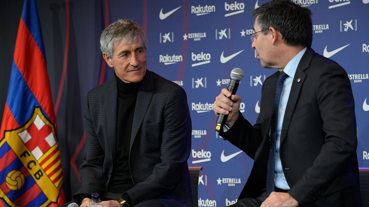 Barcelona's new coach Quique Setien (L) gives a press conference with Barcelona's president Josep Maria Bartomeu (R) during his official presentation in Barcelona on January 14, 2020