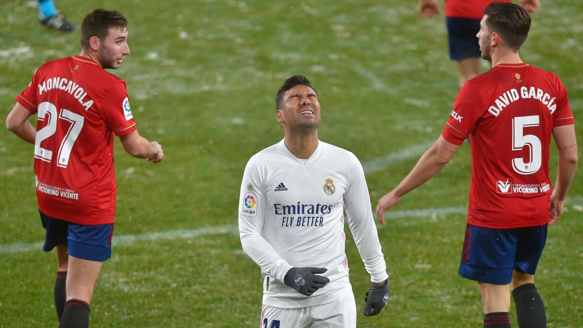 Real Madrid's Brazilian midfielder Casemiro (C) reacts after missing a goal opportunity during the Spanish League football match between Osasuna and Real Madrid at the El Sadar stadium in Pamplona on January 9, 2021.