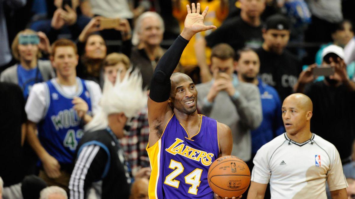 Kobe Bryant avec les Lakers après avoir battu le record de points de Michael Jordan