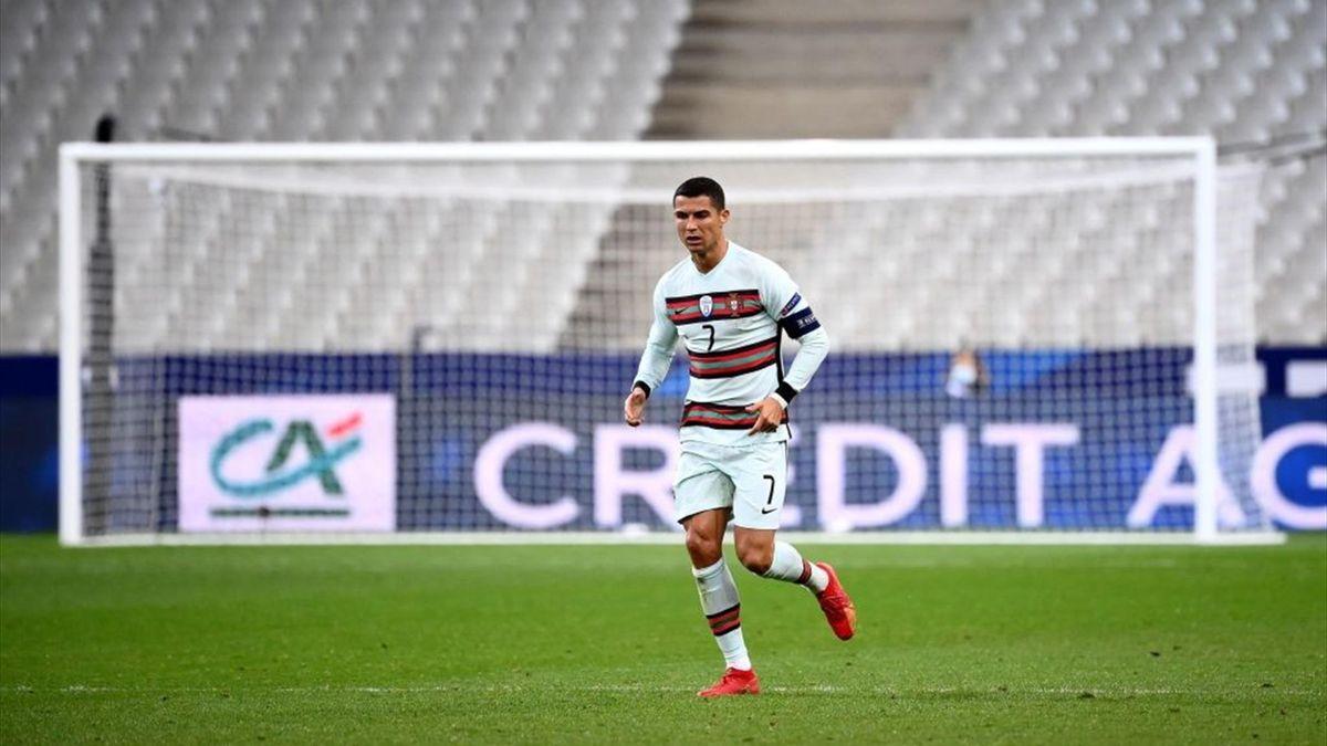 Cristiano Ronaldo in azione contro la Francia