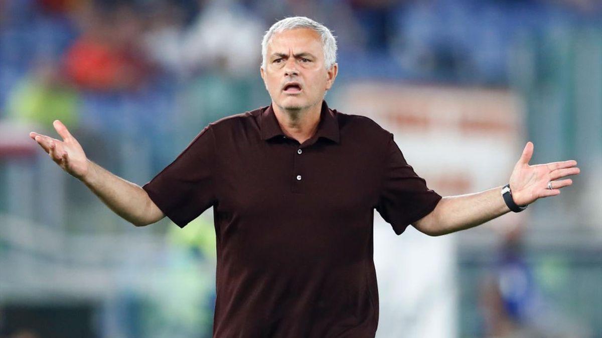 Proteste di Mourinho durante Roma-Sassuolo - Serie A 2021/2022