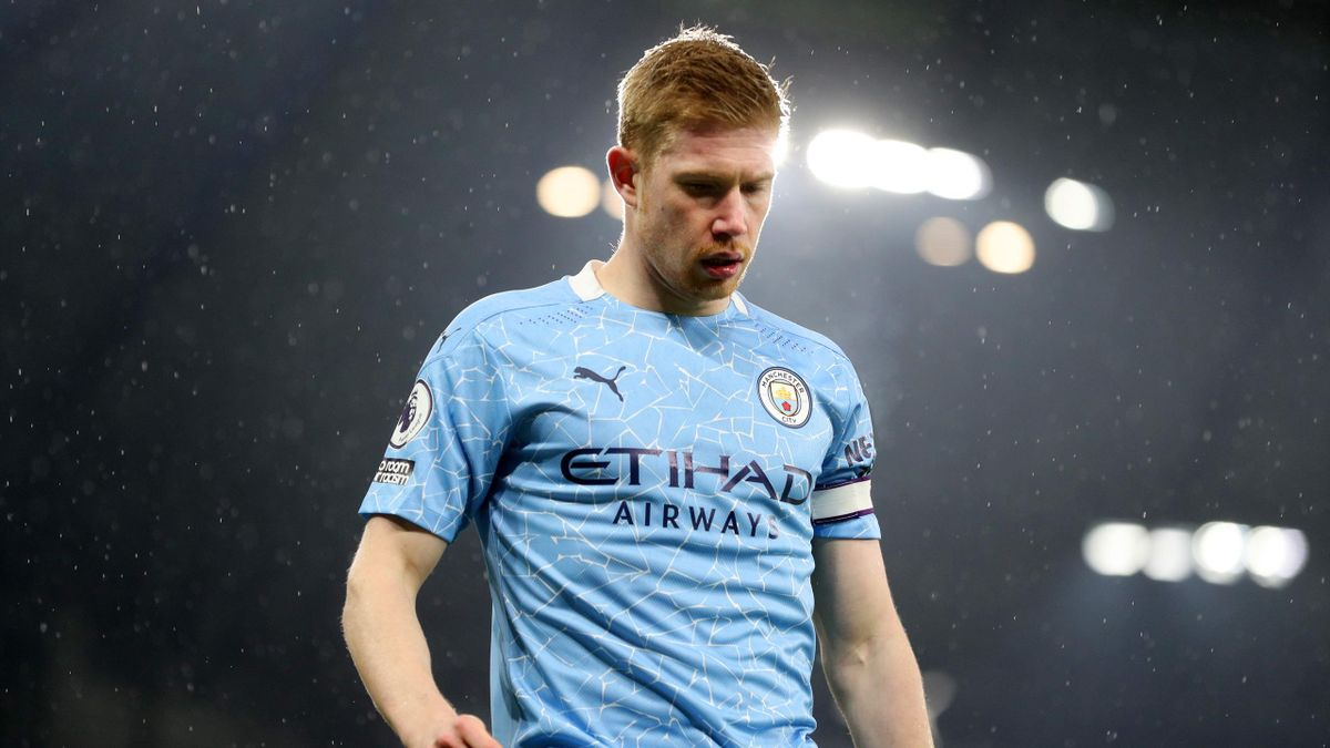 Kevin De Bruyne of Manchester City looks on during the Premier League match between Manchester City and Aston Villa at Etihad Stadium on January 20, 2021 in Manchester, England.