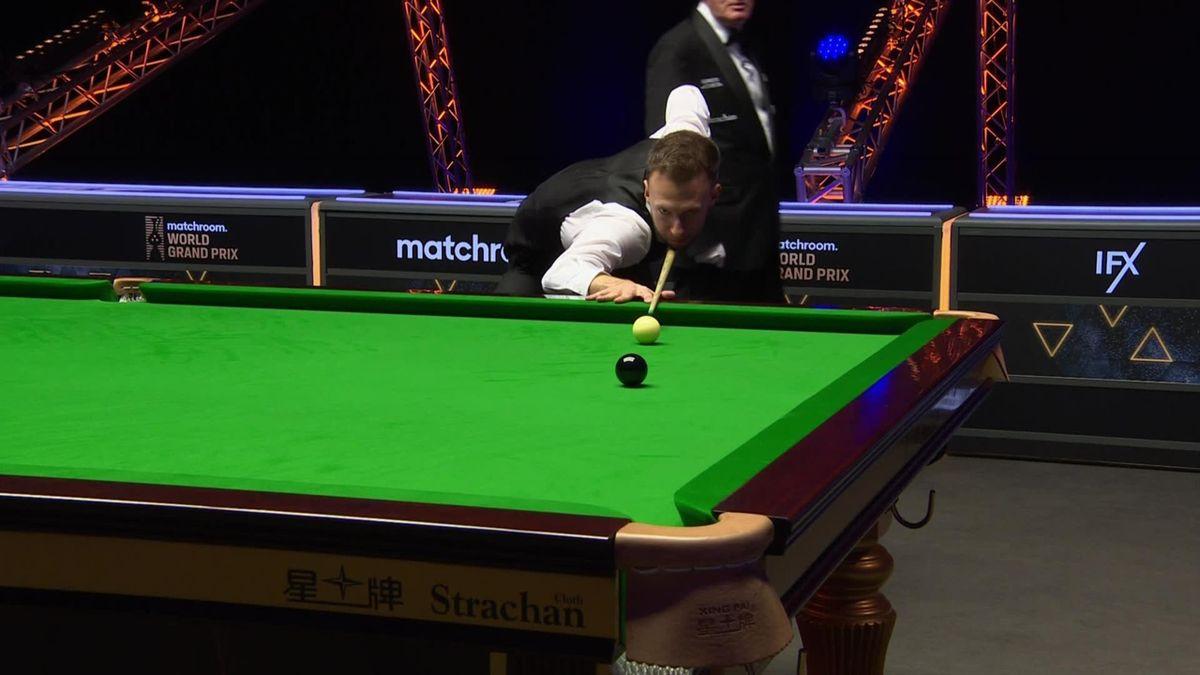 Snooker: Judd Trump wins against Holt