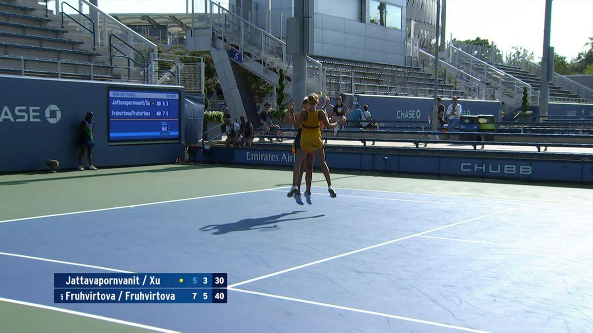 US Open   Zusjes Fruhvirtova vieren overwinning met een leuk dansje