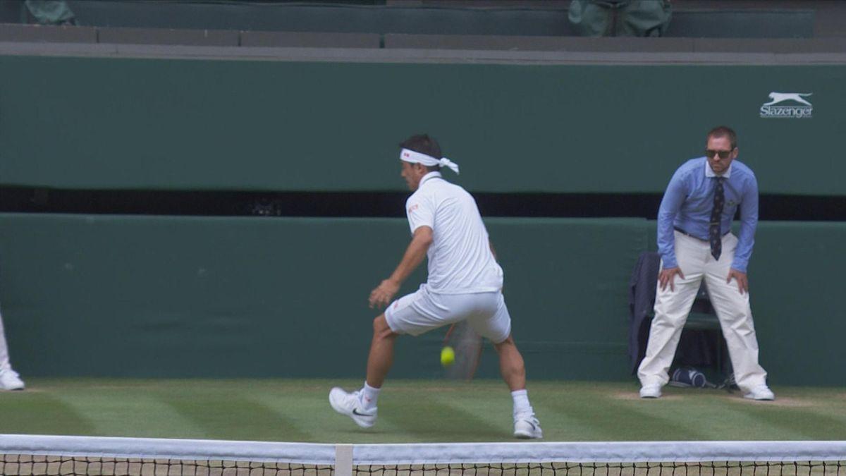 Wimbledon : Nishikori between the legs