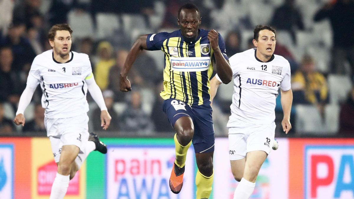 Usain Bolt of the Mariners controls the ball during the pre-season friendly match between the Central Coast Mariners and Macarthur South West United at Campbelltown Sports Stadium on October 12, 2018 in Sydney, Australia