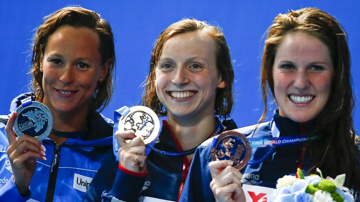 Second placed Federica Pellegrini of Italy, first placed Katie Ledecky of the U.S. and third placed Missy Franklin of the U.S. (L-R) pose with medals after the Aquatics World Championships in Kazan, Russia, August 5, 2015