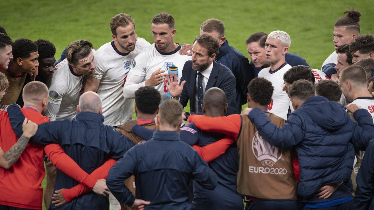 Gareth Southgate leads a team talk during England v Denmark